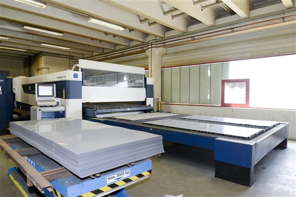 The free programmable machine control of the double head-laser cutting units allows the production o